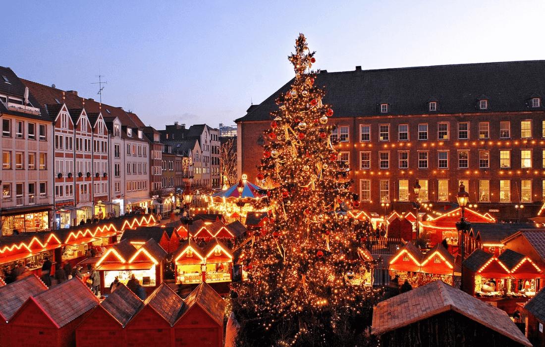 Zum Weihnachtsmarkt Nach Dusseldorf Zentral Ubernachten Im